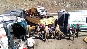 Nurdağı'nda yolcu otobüsü devrildi: 4 ölü, 31 yaralı (1)