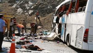 Nurdağı'nda yolcu otobüsü devrildi: 4 ölü, 31 yaralı (2) - yeniden