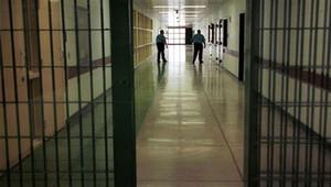 Kapalı cezaevlerinde kalan mahkumlarla ilgili flaş karar
