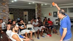 Alanyaspor'da teknik heyet ve futbolculara değişen kurallar anlatıldı