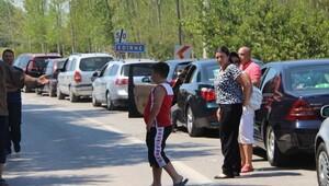 Sınır kapılarına Türk işçileri akın etti