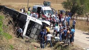 Bandırma'da otobüs şarampole yuvarlandı: 2 ölü, 20 yaralı (2)