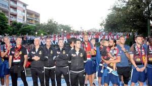 Eskişehirsporlu futbolcular Porsuk Çayı'nda taraftarla buluştu