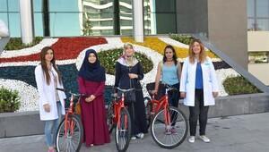 Melikgazi Belediyesi'nden üniversite sınavını kazananlara bisiklet