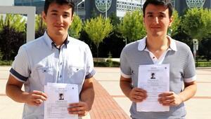 İkizler üniversiteyi de birlikte okuyacak