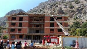 Antalya'da inşaatın çatısı çöktü: 3 işçi yaralı