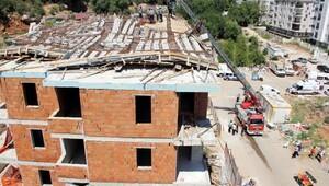 Antalya'da inşaatın çatısı çöktü, 3 işçi yaralandı (2) - YENİDEN