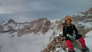 Demirkazık'ta tırmanırken düşen dağcı kurtarıldı