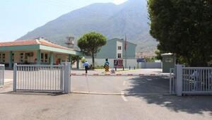 Manisa'da cezavelerinden 402 hükümlü tahliye edildi