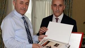 PTT'den Vali Azizoğlu'na Kişisel Pul Koleksiyonu