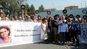 Tutuklu Yazar Aslı Erdoğan için Özgürlük Nöbeti