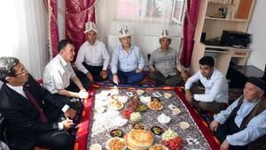 Kırgızistan Cumhurbaşkanı Atambayev, Van'daki Kırgız şehit için 5 bin dolar gönderdi