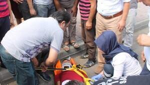 Otomobilin çarptığı motosikletli yaralandı