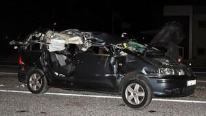 İzinci ailenin otomobili kamyona çarptı: 1 bebek öldü, 4 kişi yaralandı
