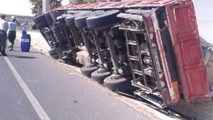 Ergene'de devrilen TIR'ın sürücüsü yaralandı