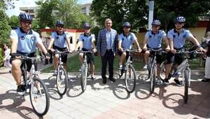 Karşıyaka'da bisikletli zabıta timi iş başında