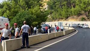 Antalya'da jandarma minibüsüne bombalı saldırı: 2 yaralı (2)