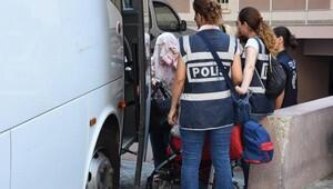 FETÖ operasyonunda gözaltına alınan zabıt katipleri adliyede