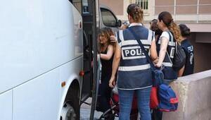 İzmir'de 12 adliye çalışanı tutuklandı