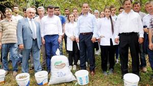 Dekan ve belediye başkanından öğrencilere hasat desteği