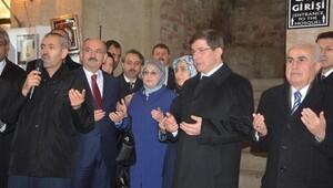 Davutoğlu ile bereket duası yaptıran emekli öğretmen tutuklandı