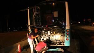 Minibüs, belediye otobüsüne çarptı: 14 yaralı