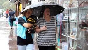 Zonguldak'ta sağanak yağmur nedeniyle iş yerlerini su bastı