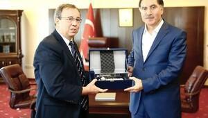 Cumhurbaşkanı Başdanışmanı Av. Malkoç'dan Rektör Tabakoğlu'na ziyaret