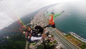 260 metre yükseklikte yamaç paraşütünden kendini boşluğa bıraktı