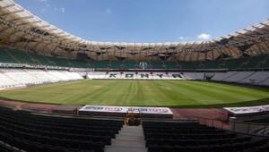 Konya Büyükşehir Belediye Stadyumu'nun zemini bakıma alındı