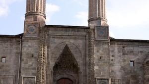 Çifte Minareli Medrese, restorasyon sonrası ziyarete açıldı