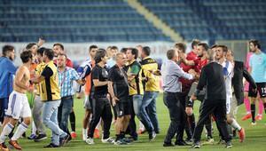 Türkiye - Güney Kıbrıs U21 maçında sahanın karıştığı anlardan kareler