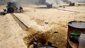 'PYD, IŞİD'den ele geçirdiği petrolü ABD'ye satıyor'
