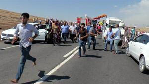 Kazaya müdahale eden itfaiyecilere saldırdılar