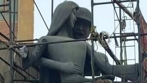 Cinsel taciz sergilemekle suçlanan heykel değiştirildi