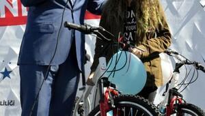 Şehit ve gazi çocuklarına bisiklet dağıtıldı