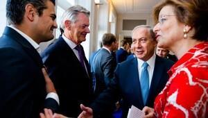 Türk vekil Netanyahu'nun elini sıkmadı