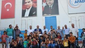 Kaymakam Yıldırım, çadır kentlerdeki Suriyeliler ile bayramlaştı