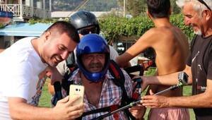 Oyuncu Yakup Yavru, yamaç paraşütüyle uçtu