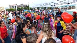 Marmaris'te şenlik havasında bayram kutlaması