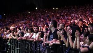 Expo 2016da İdo ve Gülben Ergen rüzgarı