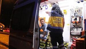 Park halindeki araçlara çarpan otomobilin alkollü sürücüsü yaralandı