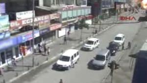 Van'da bombalı saldırıda dehşet anları Mobese