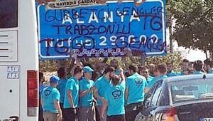 Trabzonporlu taraftarlardan Alanya tabelasına sprey boya
