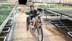 'Okuyamaz' denilen engelli genç ikinci üniversiteye başladı