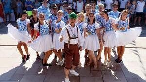 Kemer'de renkli Oktoberfest kutlaması