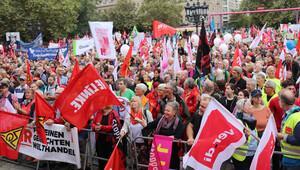 Almanlar TTIP ve CETA anlaşmalarına karşı yürüdü