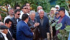 Başbakan Binali Yıldırım heyelanın vurduğu köye gitti - Fotoğraflar