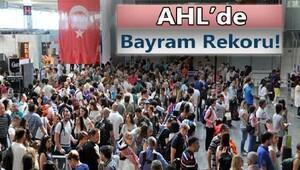 Atatürk Havalimanı'nda tüm zamanların rekoru kırıldı;1500 uçak