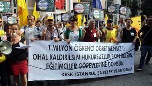İstanbul İl Milli Eğitim Müdürlüğü önünde eylem